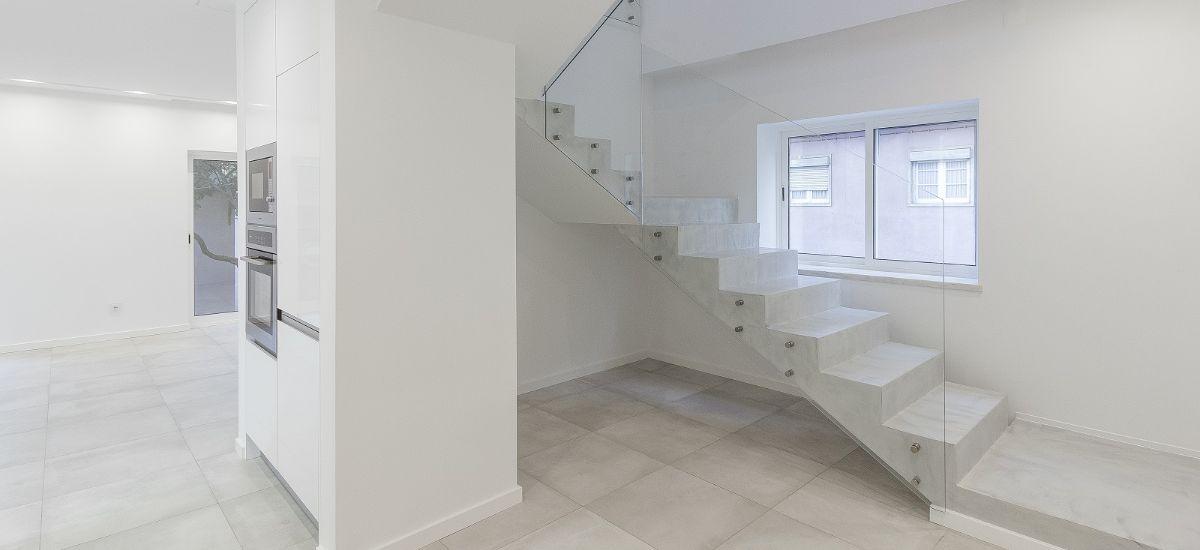 Vista das escadas- remodelação de moradia
