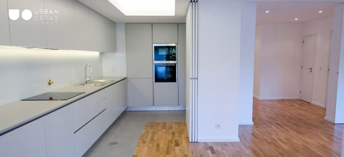 obras de remodelação de apartamento, reabilitação de apartamento, obras de reabilitação, remodelações de casa, cozinha e sala open space, cozinha moderna