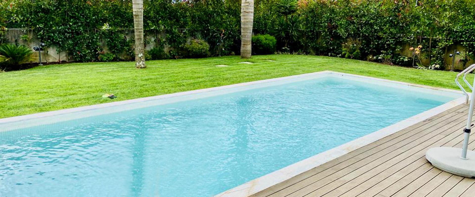 casa com piscina, construção de piscina em jardim