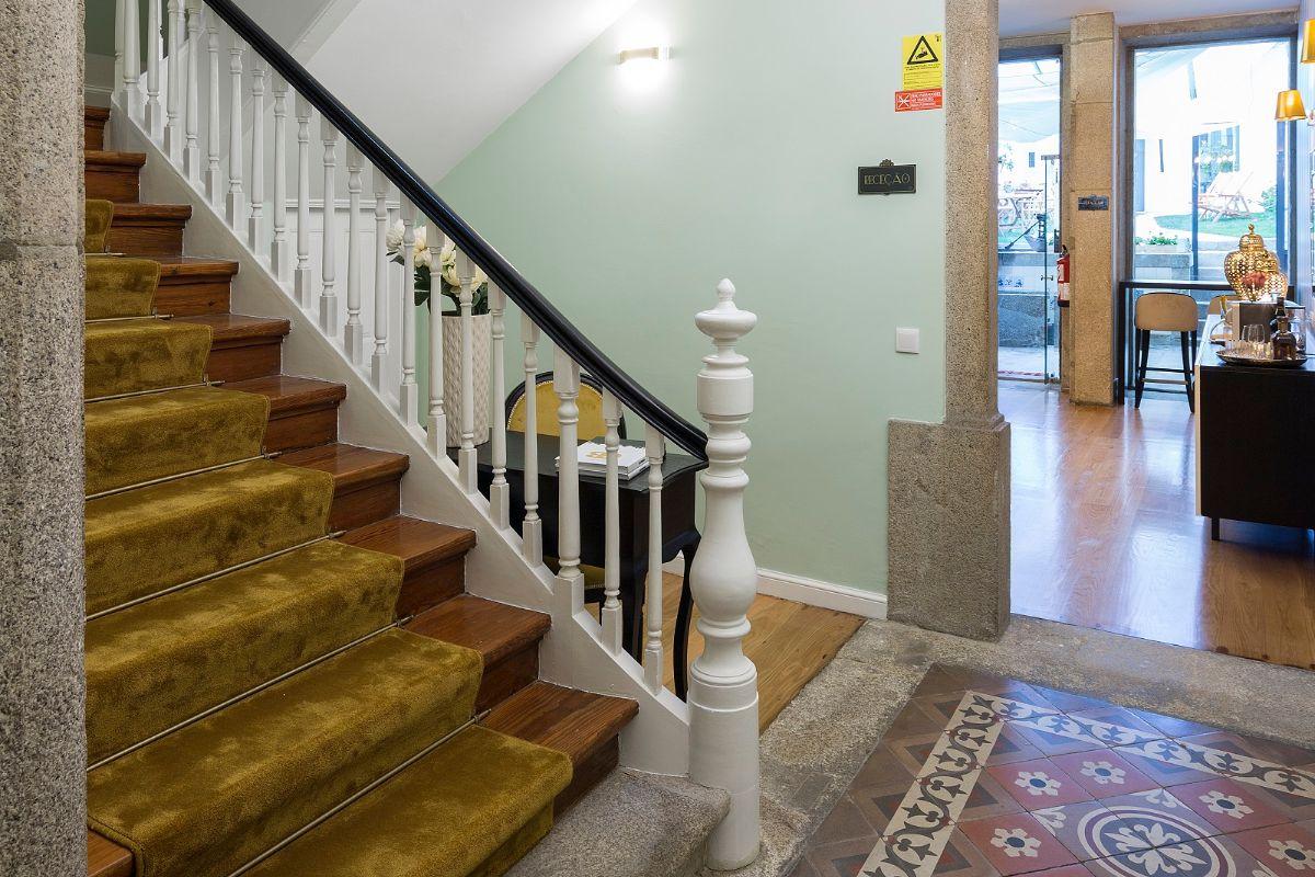 vista de escadas guest house reabilitada