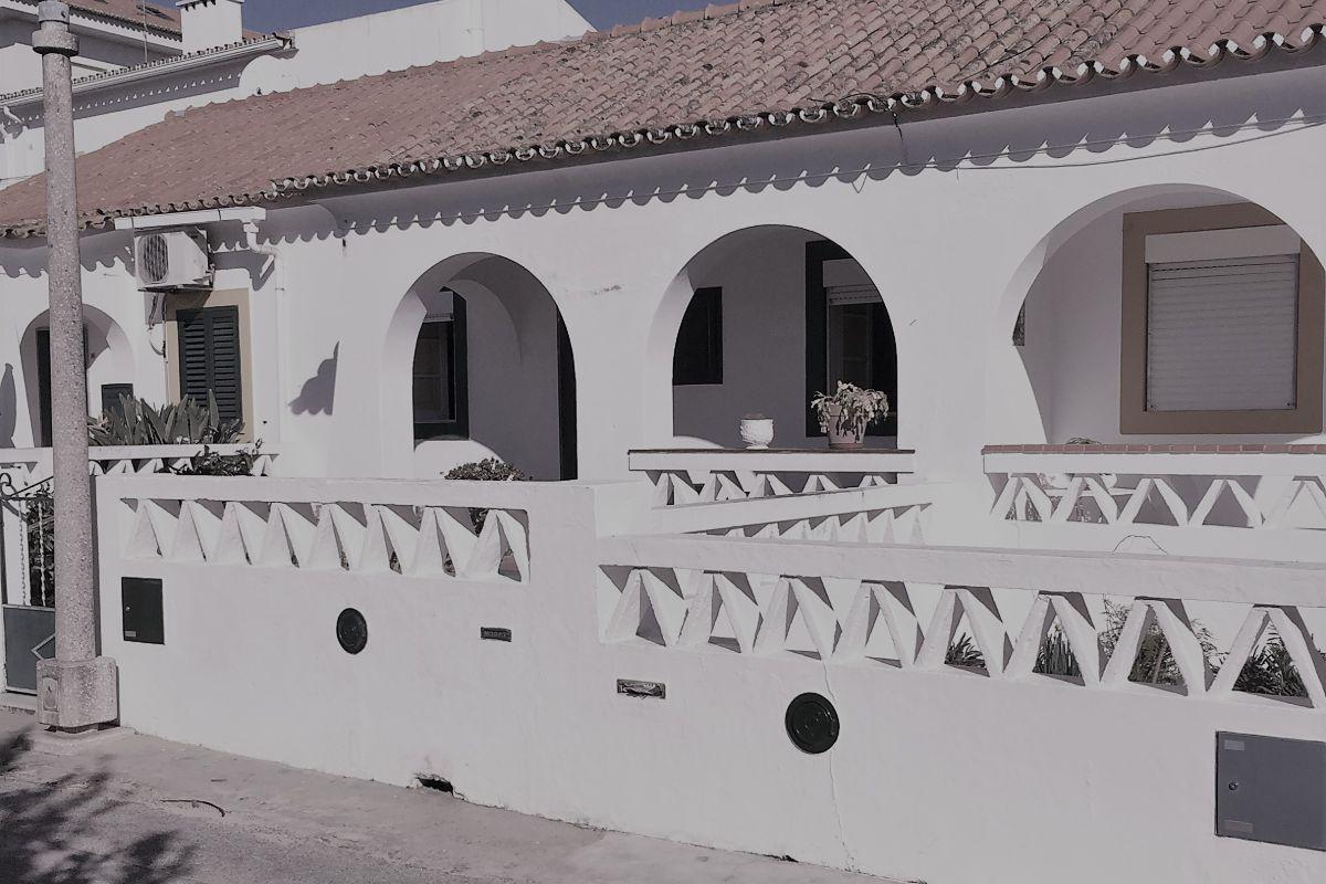 Remodelação de Casa mantendo os traços de uma habitação mediterrânica.