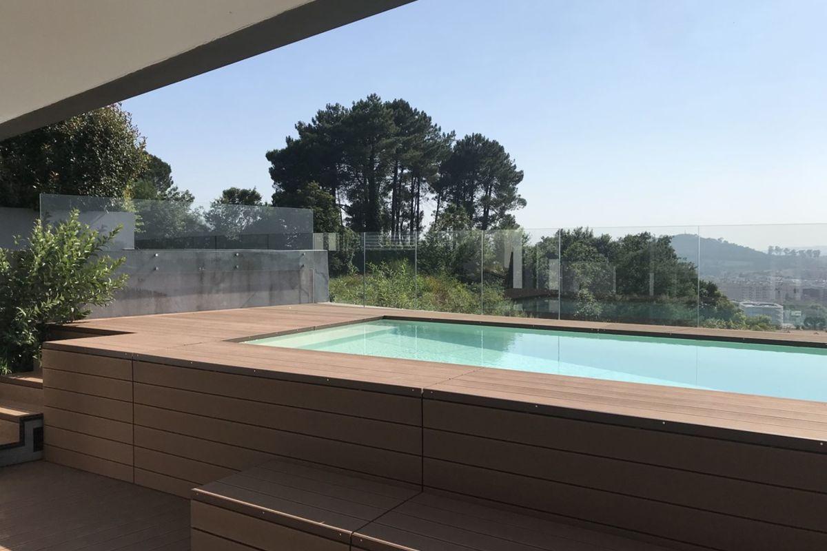 vista sobre a cidade em projeto de arquitetura para construção de piscina