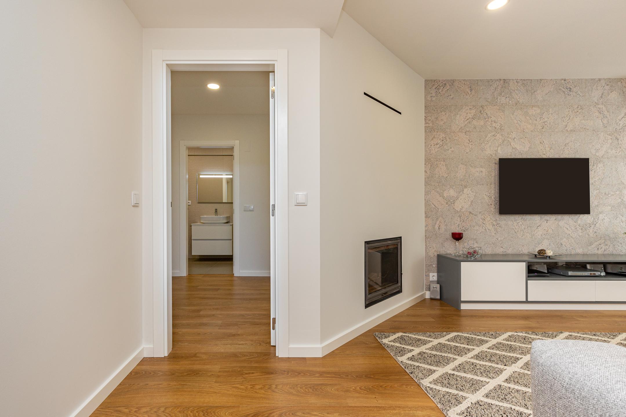 pormenor de entrada da sala apartamento renovado em Guimarães