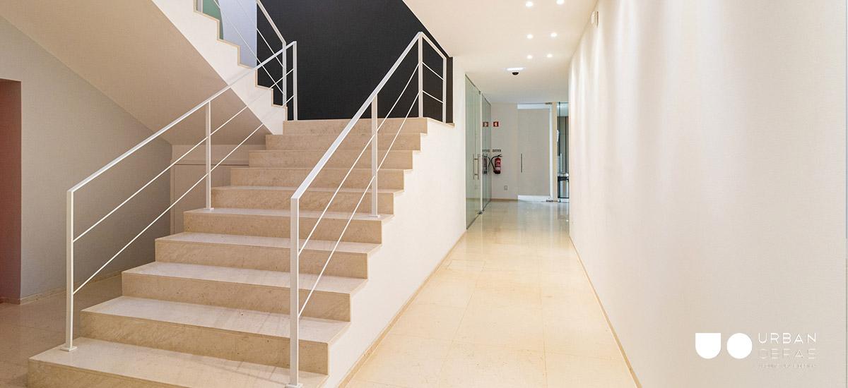 Remodelação escritório Nbrand - escadas acesso