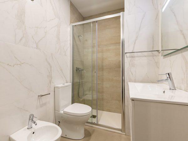 opções claras, casas de banho pequenas